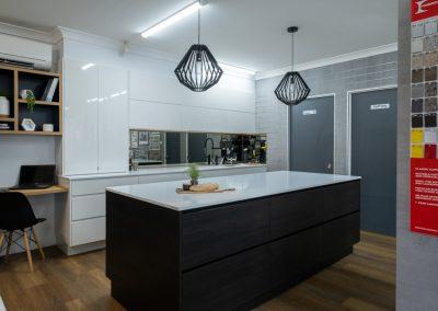 Zente Showroom - Contemporary Handleless Kitchen